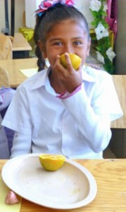 Photo_Escuela Nueva_Girl with Oranges