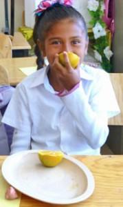 Photo_Escuela Nueva_Girl with Oranges